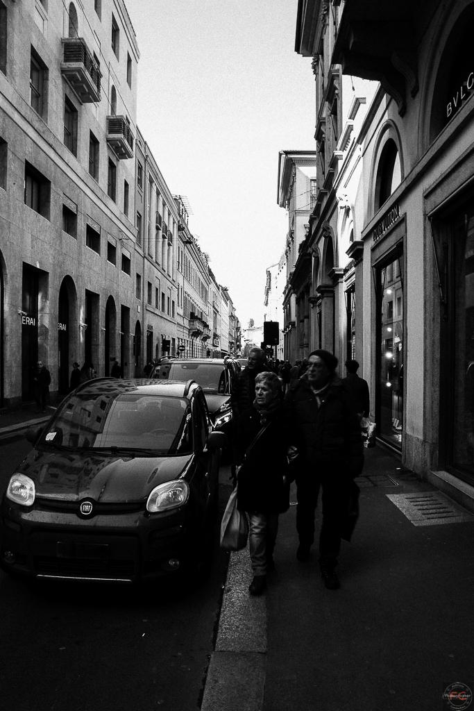 La via dello shopping Milanese in chiave retrò...